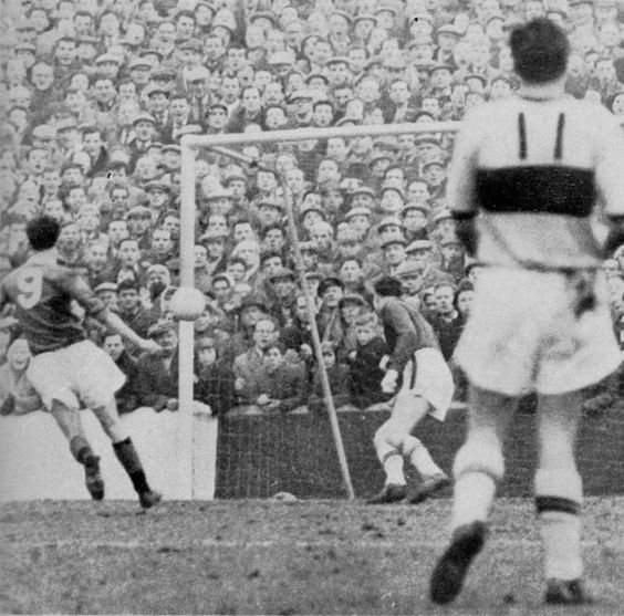 Motherwell 2 Rangers 2 in Feb 1961 at Fir Park. Max Murray scores for Rangers in the Scottish Cup 4th Round, watched by over 33,000.